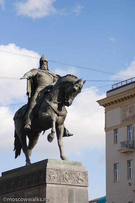 Памятник в москве шар в руках изготовление фото на памятник севастополь