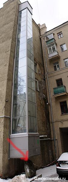 Юбилейный лифт во дворах Тверской