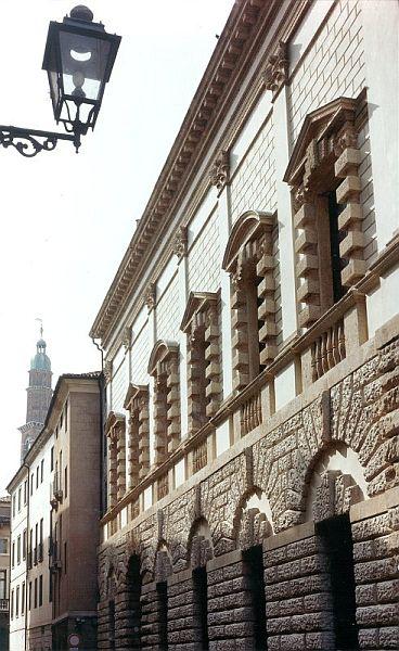 Палаццо Тьене в Виченце
