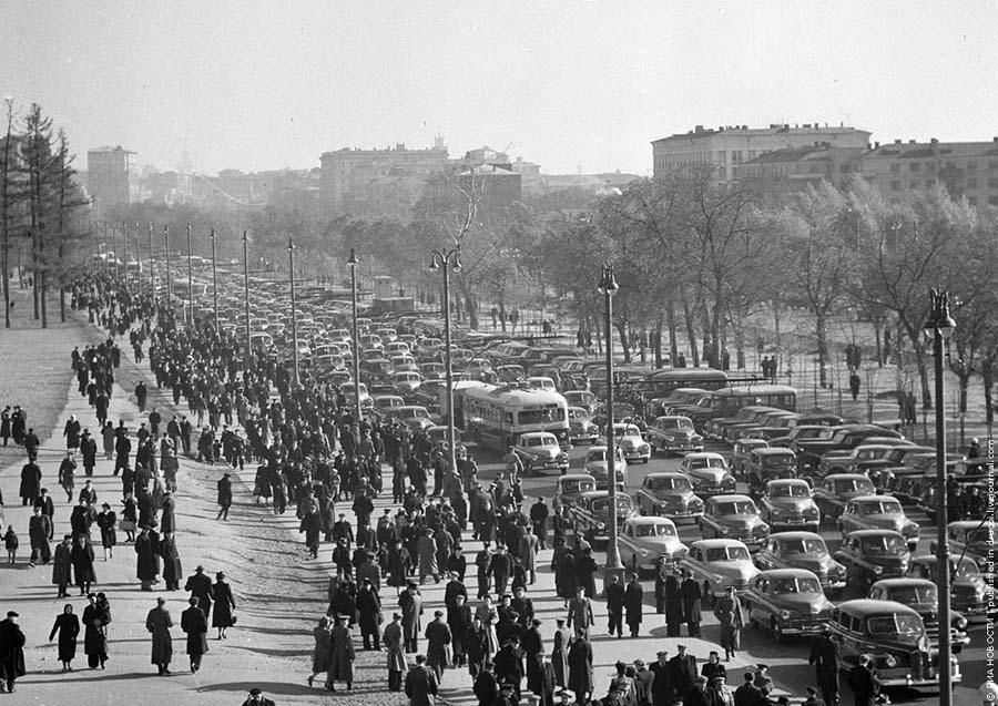 Перед футбольными матчами и прочими подобными событиями образовывались гигантские пробки.