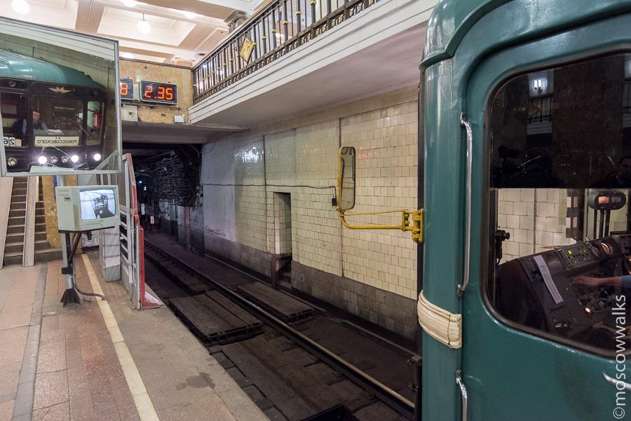 Поезд метро на Комсомольской