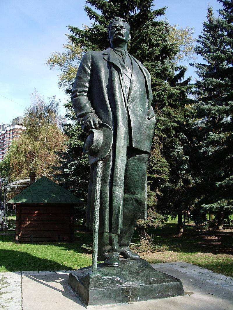 800px-Памятник_Горькому_в_Парке_Искусств