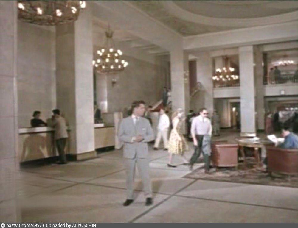 Холл гостиницы Украина в конце 1950-х