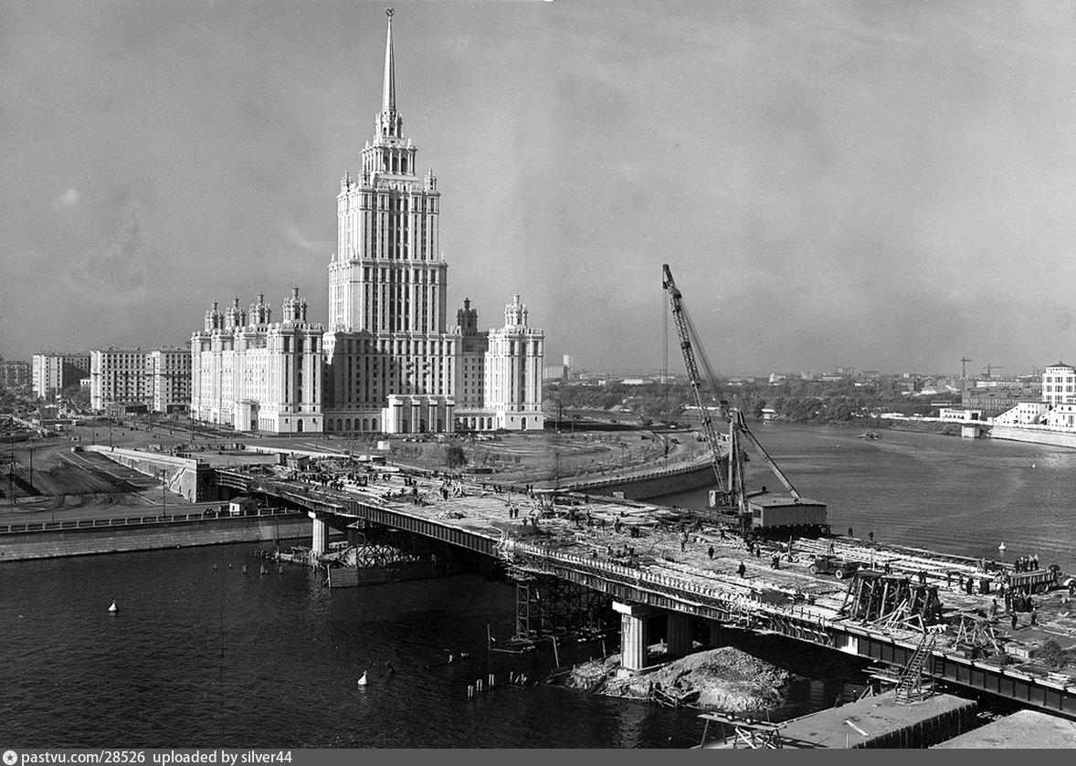Строительство Новоарбатского моста у гостиницы Украина