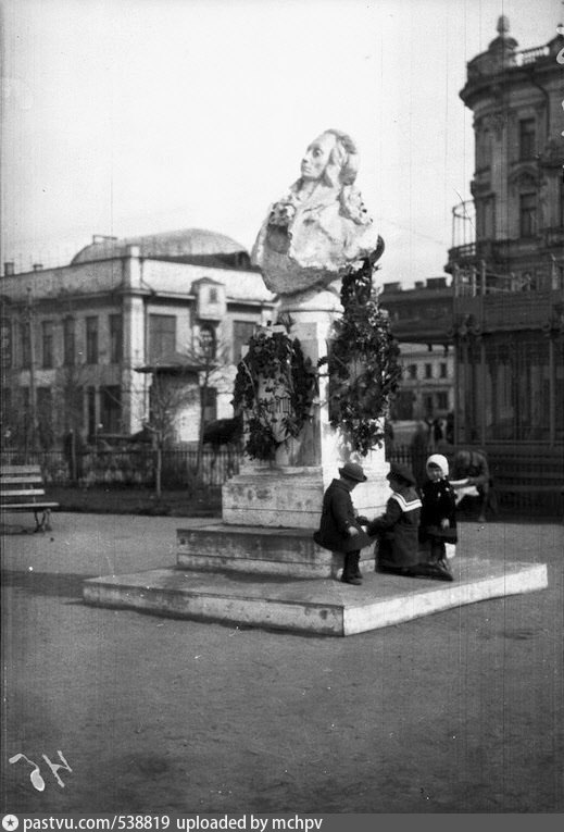 538819 Памятник А.Н.Радищеву